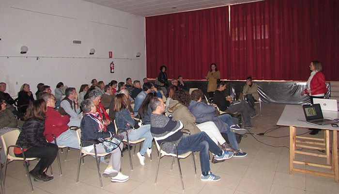 Barajas de Melo acoge una charla informativa sobre la instalación de una granja porcina intensiva