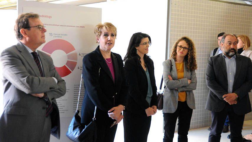 La UCLM reconoce en una exposición el papel investigador de las catedráticas de la institución universitaria