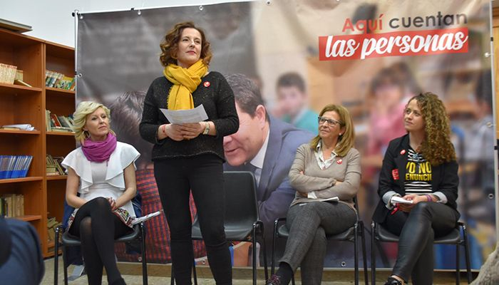 """Las candidatas del PSOE en Cuenca piden el voto para que España """"avance"""" y no se convierta en un país """"en blanco y negro"""""""
