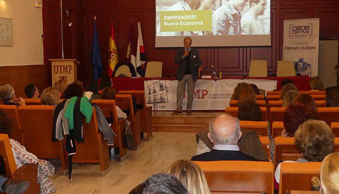 Más de medio centenar de personas asisten en Cuenca a la jornada de emprendimiento impartida por Miguel Aguado