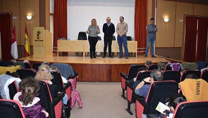 Más de un centenar de escolares de Cuenca participan en un cuentacuentos con motivo del Día del Libro