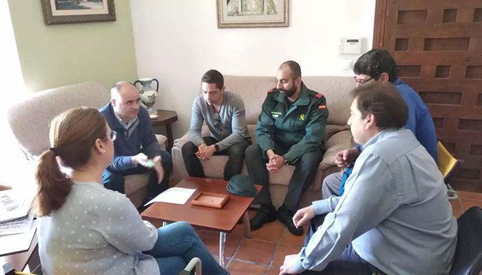 El equipo de Gobierno del Ayuntamiento de Huete trata con el nuevo cabo de la Guardia Civil la seguridad en el municipio