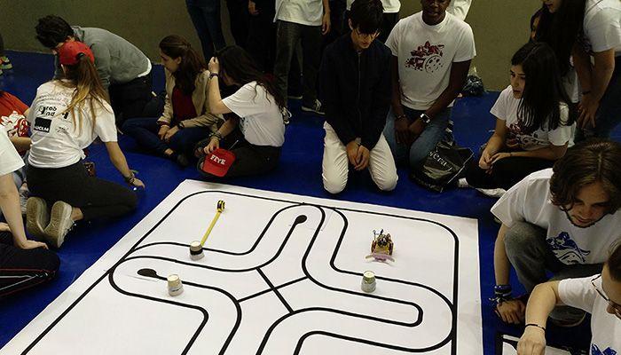 La Escuela de Industriales de Ciudad Real celebra mañana sus clásicas competiciones de robots y de coches y estrena una de visión por computador