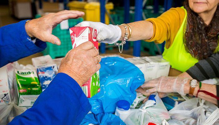 """La Obra Social """"la Caixa"""" y el Banco de Alimentos de Cuenca impulsan la gran recogida de leche para combatir la pobreza alimentaria"""