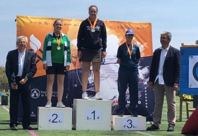 Lucía Alejo, alumna de la UCLM, campeona de España universitario de tiro con arco compuesto