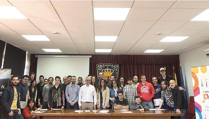 Prieto anima a los alumnos del curso de realidad virtual del programa Cuenca Empleo Joven a aprovechar esta formación