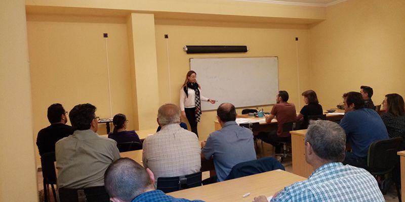 Una treintena de empresas asisten a la jornada de protección de datos celebrada en Iniesta