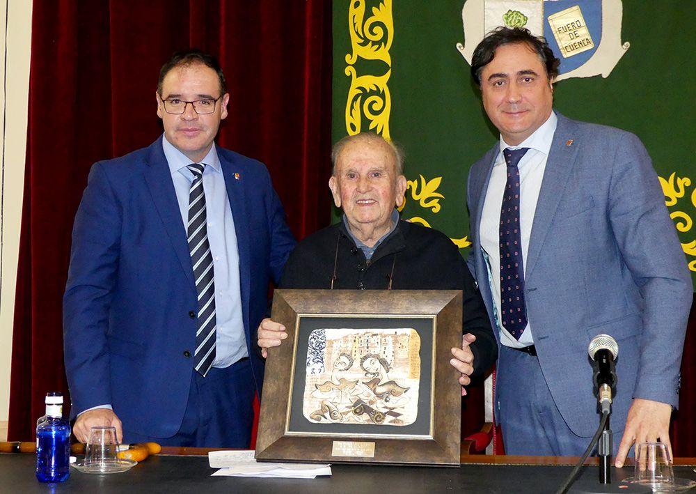 """Un """"merecido y necesario"""" homenaje al escritor Raúl Torres pone el broche de oro a la IV Feria del Libro Cuenca 2019"""