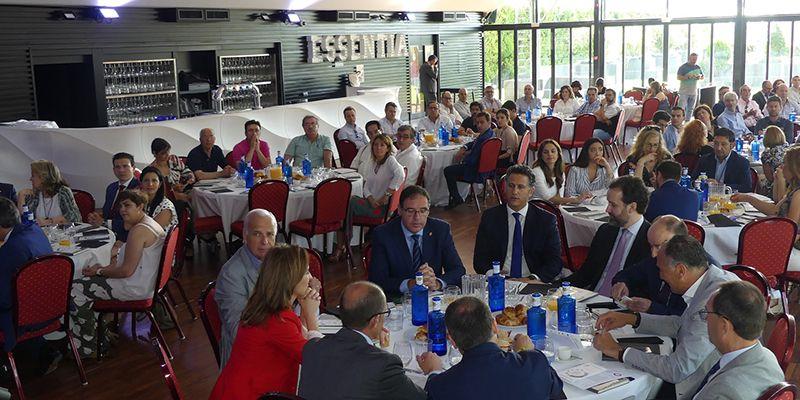 Cerca de cien empresarios asisten al desayuno sobre perspectivas de mercado en Tarancón
