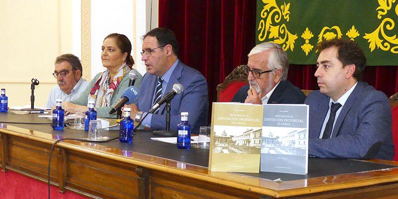 José Luis Muñoz Ramírez acerca en su último libro los más de 200 años de historia de la Diputación de Cuenca