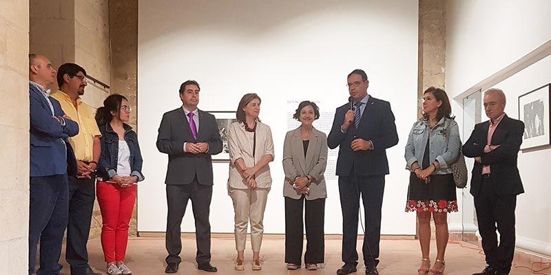 Prieto subraya la importancia de que Huete vuelva a ser sede de PHotoEspaña con la exposición de Carlos Saura