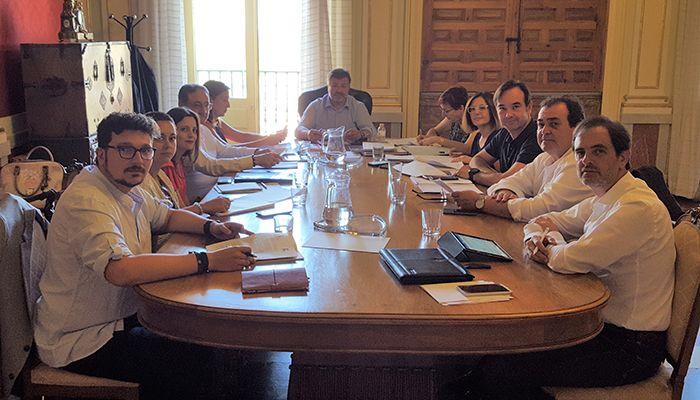 La primera Junta de Gobierno Local del Ayuntamiento de Cuenca adjudica el contrato para la renovación de mobiliario infantil en el Parque de San Julián