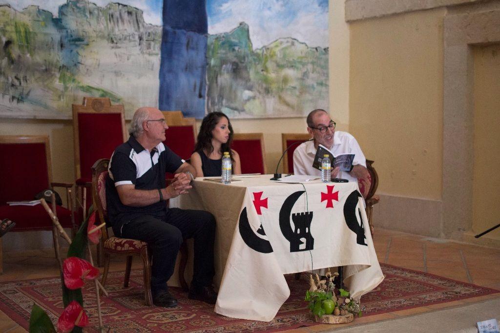 Presentación y firma de libros en el tradicional encuentro de autores en Cañete