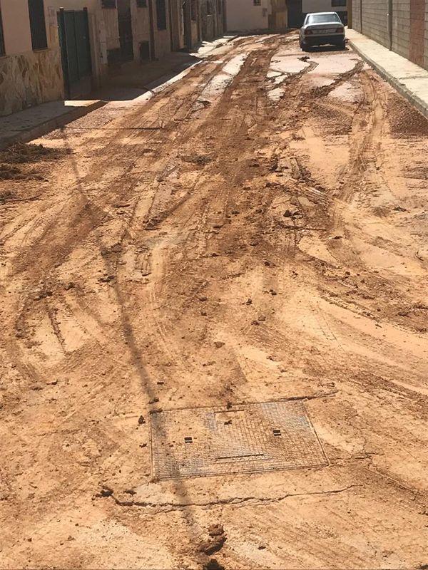 El alcalde de Villarejo de Fuentes pide ayuda a las instituciones para limpiar las calles inundadas y recuperar caminos y carreteras