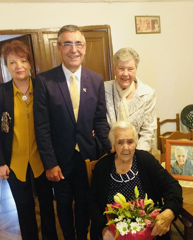 Henarejos rinde homenaje a su vecina más longeva, María Juan Herráiz, de 101 años