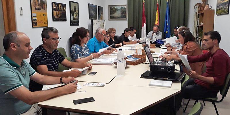 Un sendero de pequeño recorrido por diversos puntos naturales de interés de Cuevas de Velasco, nuevo proyecto LEADER