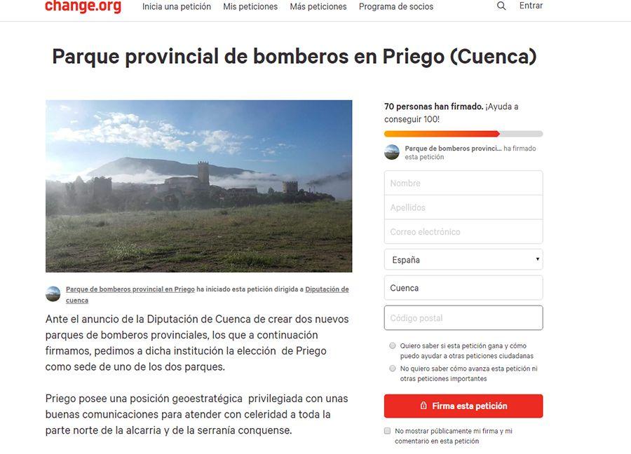 Vecinos de Priego recogen firmas para la instalación de un parque de bomberos en su municipio