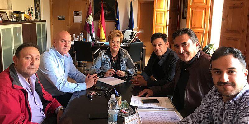 Sevillano estudia con la Junta y UPA la apertura de una oficina permanente en San Clemente