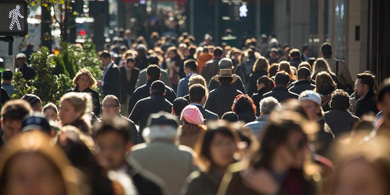 ¿A cuántas pesonas conoces Los españoles, de media, a 536