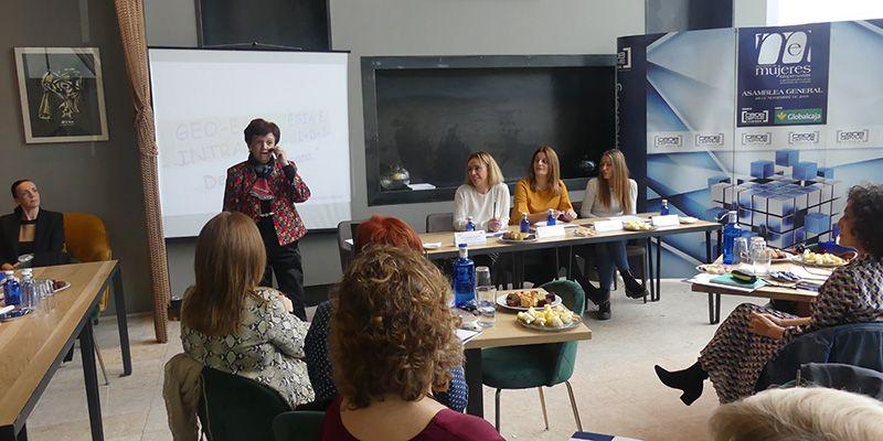 Cerca de 70 mujeres asisten en Cuenca a la charla de Pilar Gómez Acebo sobre habilidades directivas