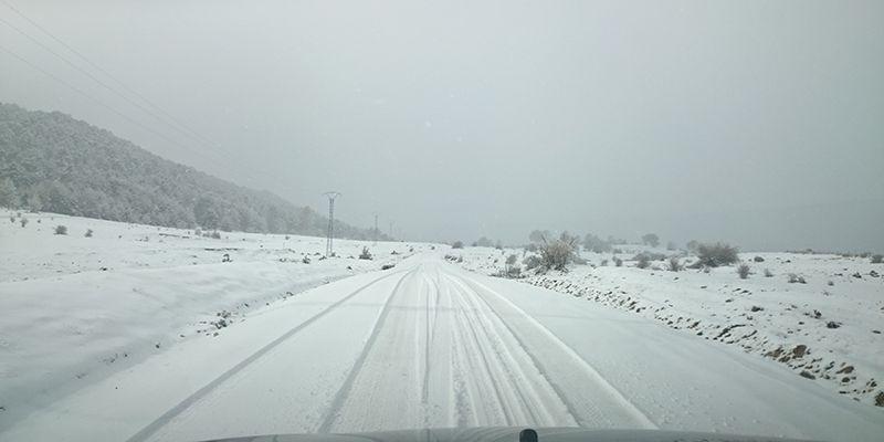 Dos autobuses con decenas de pasajeros quedan atrapados por la nieve y el barro en Las Majadas y Segóbriga