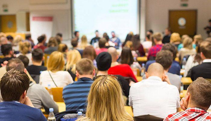 El Diario Oficial publica este lunes la convocatoria para grupos de trabajo y seminarios que se van a desarrollar este curso en centros educativos