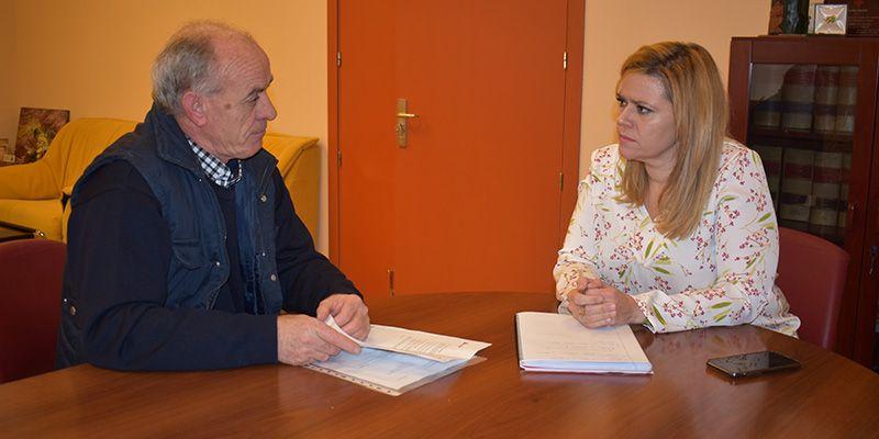 La delegada de la Junta en Cuenca se compromete a estudiar las posibilidades de promocionar las cuevas del vino de tradición musulmana de Villar y Velasco