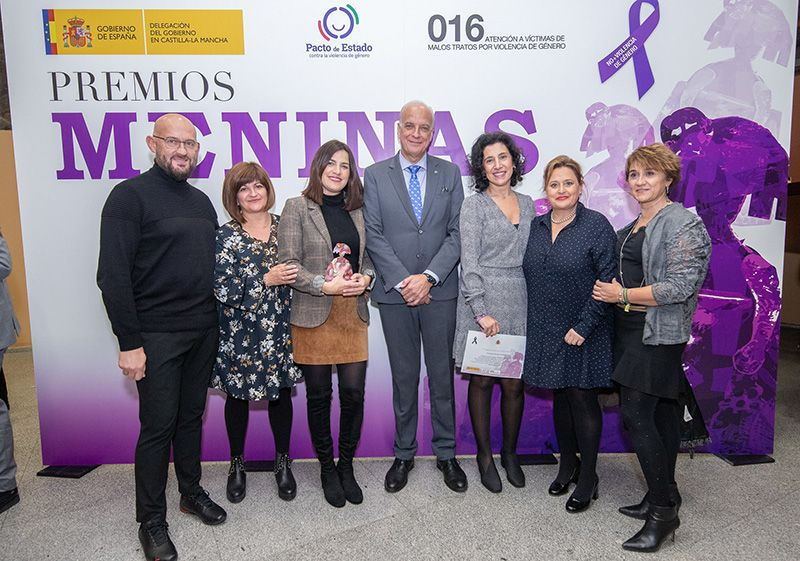 "La Escuela de Arte ""Cruz Novillo"" recoge su Premio Meninas 2019"