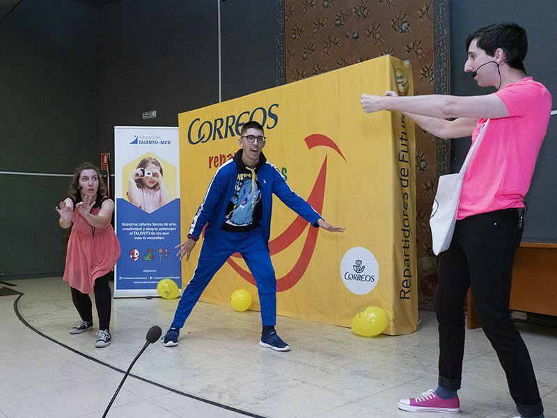 Cuenca acoge la penúltima fiesta del programa 'Correos reparte sonrisas' que recorre 23 ciudades españolas