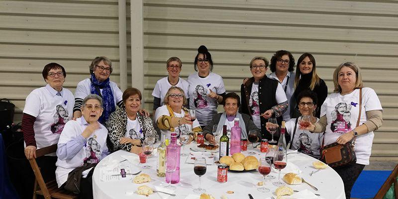 Un grupo de mujeres optenses se desplaza a Cuenca a celebrar el acto del Día Internacional de la Eliminación de la Violencia contra la Mujer
