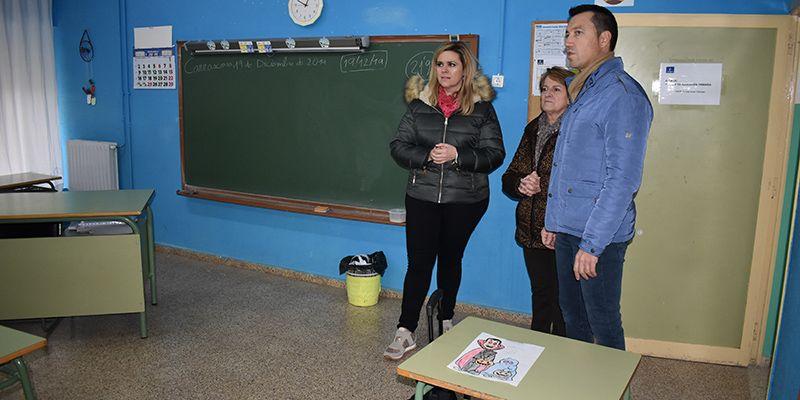 El Gobierno regional estudiará posibles mejoras en el colegio de Carrascosa del Campo