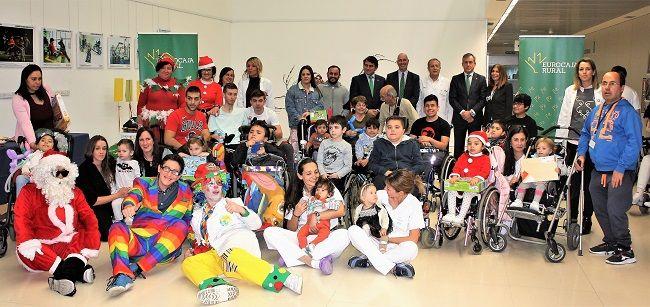 Fundación Eurocaja Rural dona juguetes y libros al Hospital Nacional de Parapléjicos de Toledo
