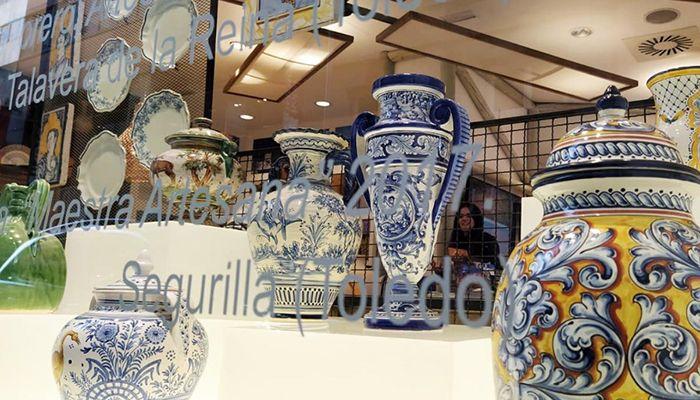 Artesanía y tradición de la región se dan la mano para iluminar los escaparates de la Oficina de Castilla-La Mancha en la Gran Vía de Madrid
