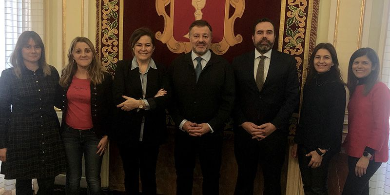 El alcalde de Cuenca da la bienvenida al nuevo delegado de Unicef en Cuenca, Juan Serrapio