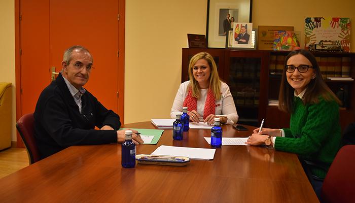 El Gobierno regional y el Ayuntamiento de El Peral mantienen una reunión para abordar las necesidades del municipio