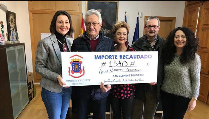 El Mercadillo Navideño Solidario de San Clemente consigue recaudar 1340 euros para Cáritas