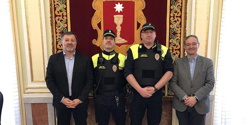 Dolz entrega a los Agentes de Movilidad equipos de protección individual inéditos en Cuenca