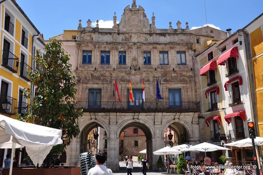 """El Plan de Podas del Ayuntamiento de Cuenca avanza """"priorizando la seguridad ciudadana evitando peligros de caída o fractura de ramas"""""""