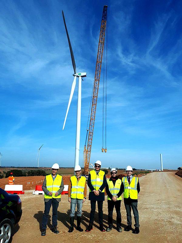 El subdelegado del Gobierno en Cuenca visita las obras de construcción del parque eólico en Motilla del Palancar