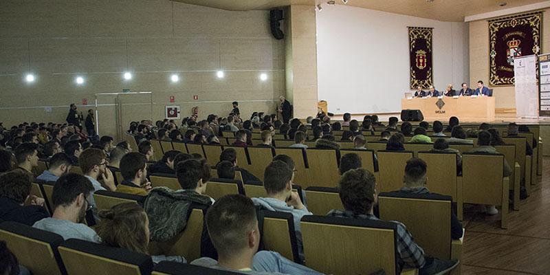Expertos en ciberseguridad reflexionan en el Campus de Cuenca sobre la importancia de tomar precauciones en la Red