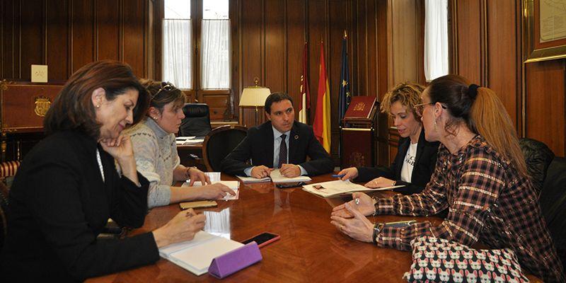 La Asociación de Mujeres Empresarias de Cuenca presenta a la Diputación su plan de actuaciones para este año