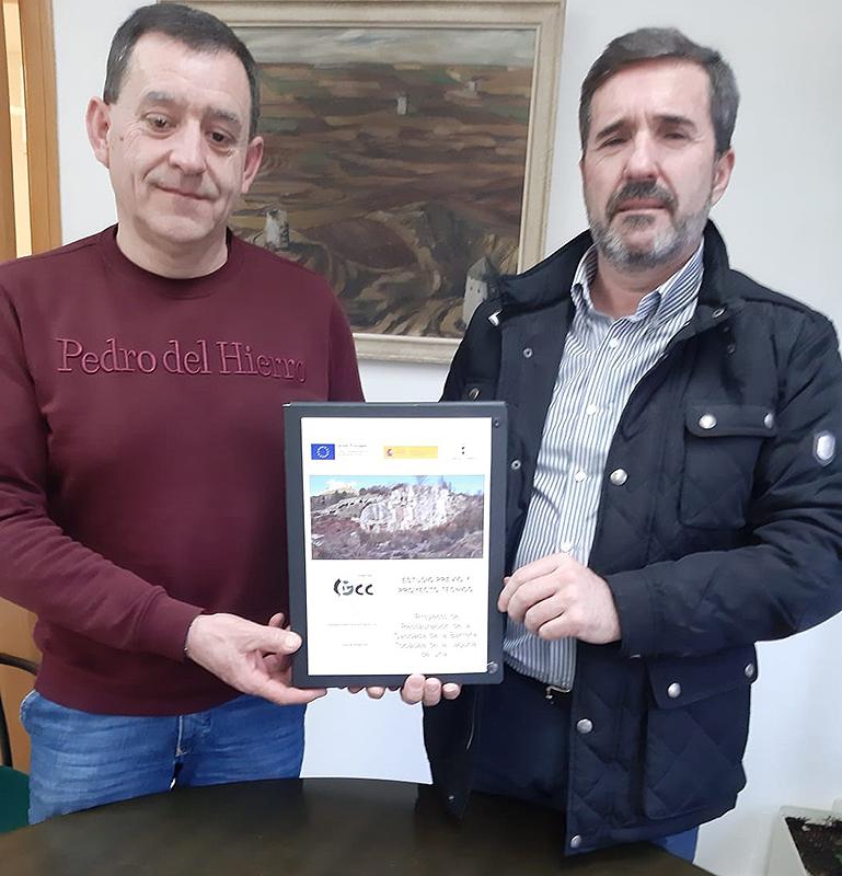 La Junta colaborará con el Ayuntamiento de Uña en la restauración de la cascada de la barrera tobácea de la Laguna del municipio