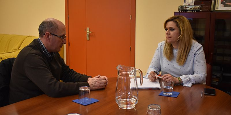 """Martínez aborda con el alcalde de Olmeda de la Cuesta asuntos relacionados con el municipio y para ayudar """"a mantener e incrementar población"""