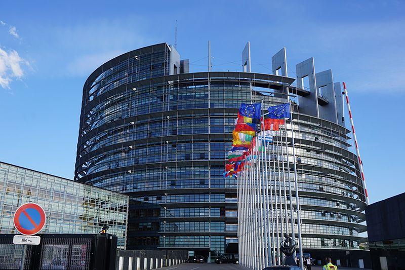 Una delegación de las Cortes de Castilla-La Mancha visita el Parlamento Europeo para abordar temas de despoblación e igualdad