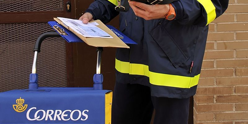 CCOO y UGT acusan a Correos de irresponsabilidad mayúscula por poner en riesgo la plantilla al no dotarla de medidas de protección suficientes