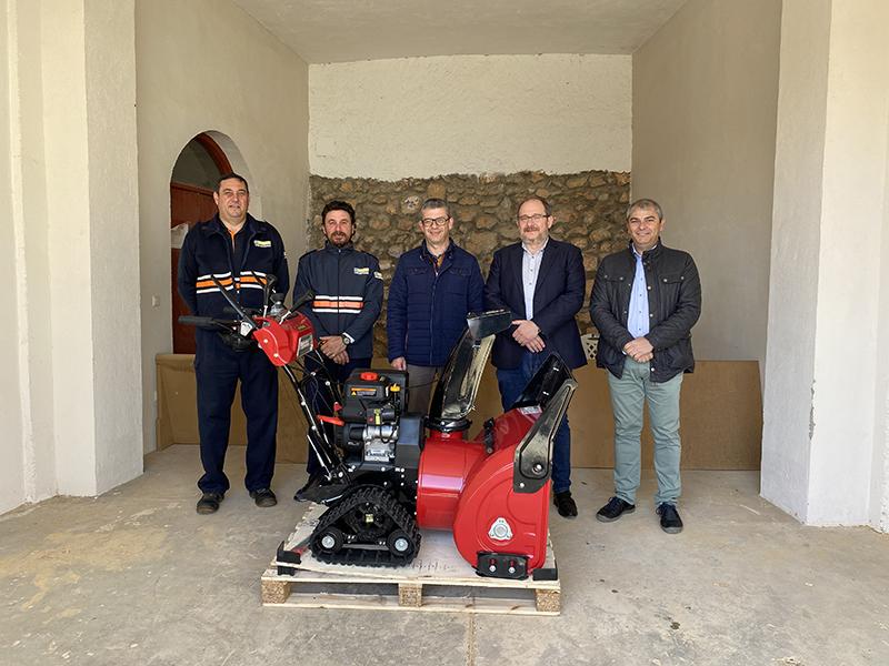 El Gobierno regional entrega un equipo portátil de quitanieves a la Agrupación de Protección Civil de Motilla del Palancar