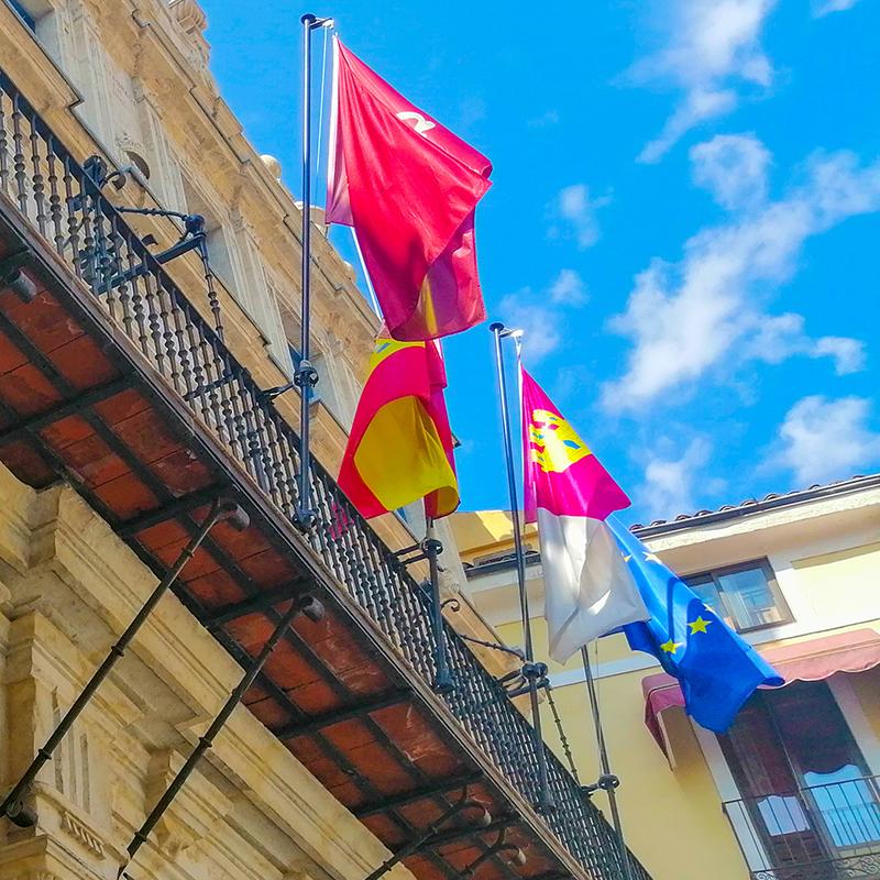 El PP en el Ayuntamiento de Cuenca solicita al alcalde que las banderas del consistorio ondeen a media