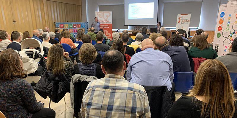 El seminario de medios de comunicación y cooperación organizado por Cáritas diocesana de Cuenca acoge a más de 70 personas para aprender sobre información y bulos