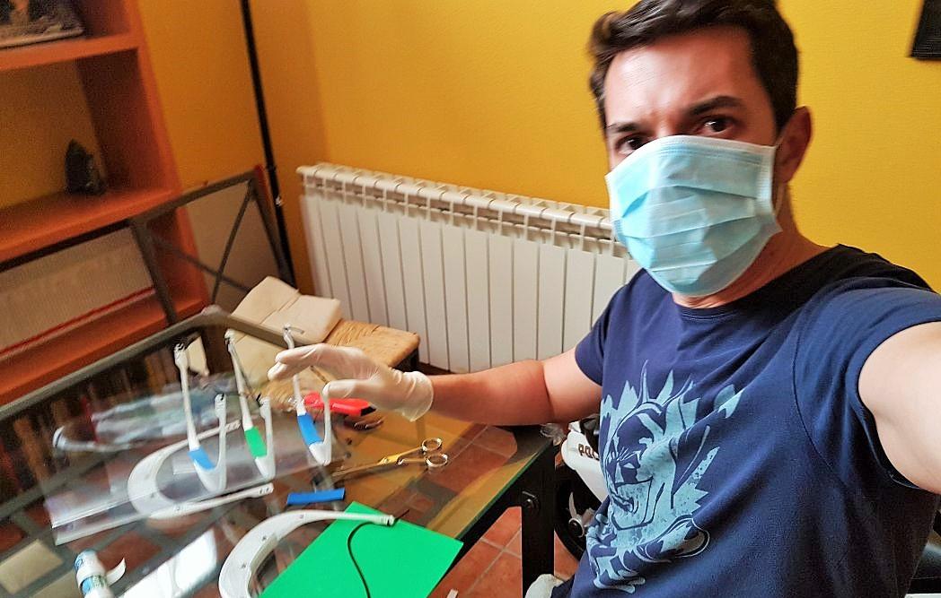 Investigadores de la UCLM han fabricado casi un millar de máscaras de protección contra el coronavirus con impresoras 3D en apenas tres días
