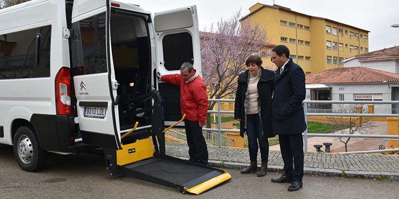 La Diputación de Cuenca sustituye la furgoneta de la Residencia Provincial que tenía 25 años de antigüedad